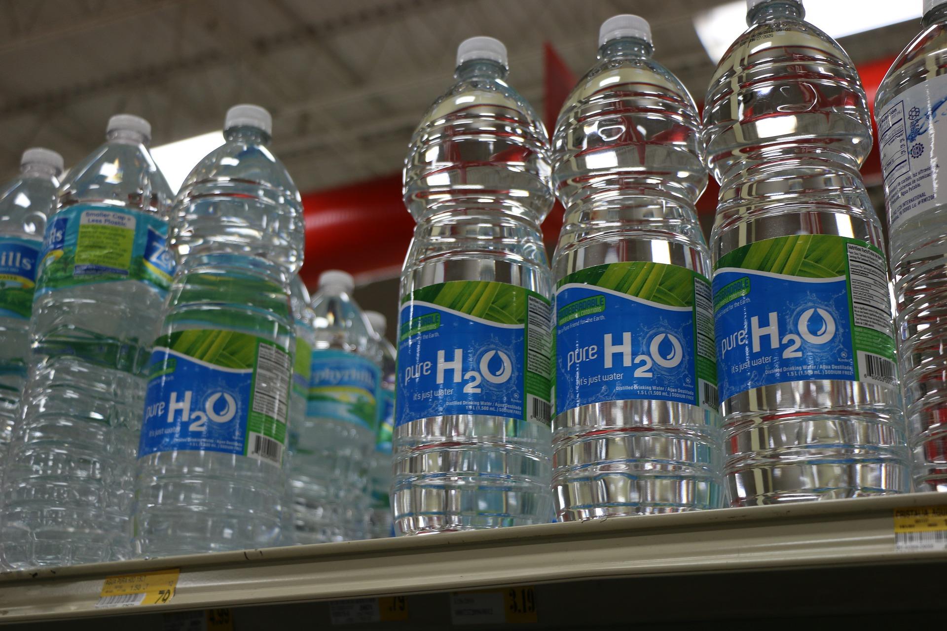 Yle, BBC: Tìm thấy các hạt nhựa li ti trong nước uống đóng chai